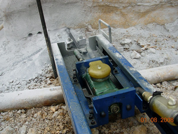 Pneumatic mobile rock drill
